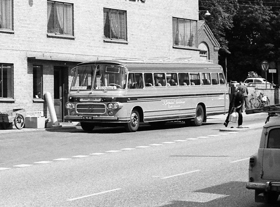 De Graa Busser 9/AC98482 på Rønde Rutebilstation i 1967