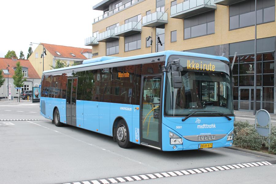 Brande Buslinier 5001/DB89873 ved Herning Station den 16. september 2021