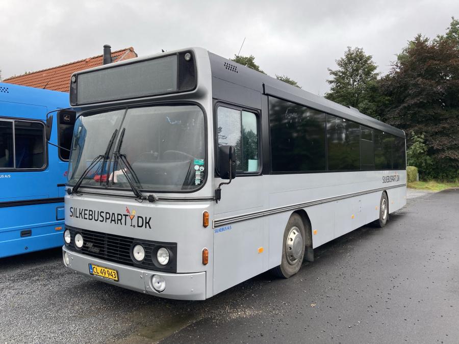 Silkebus CL49943 ved garagen i Silkeborg den 16. september 2021