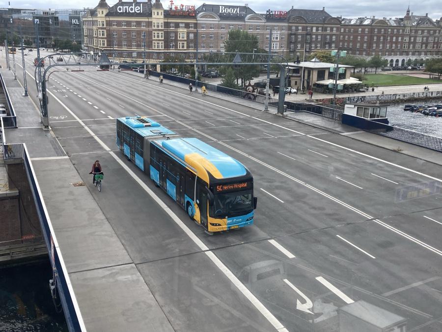 Arriva 1636/BL56477 på Langebro i København den 17. september 2021