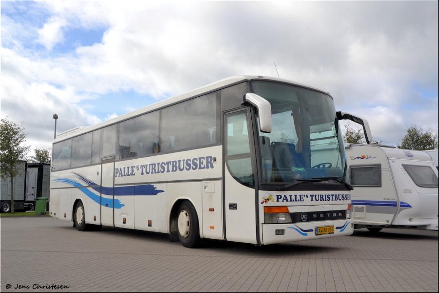Palles Turistbusser AW88062 i Harrislee i Tyskland den 8. september 2012